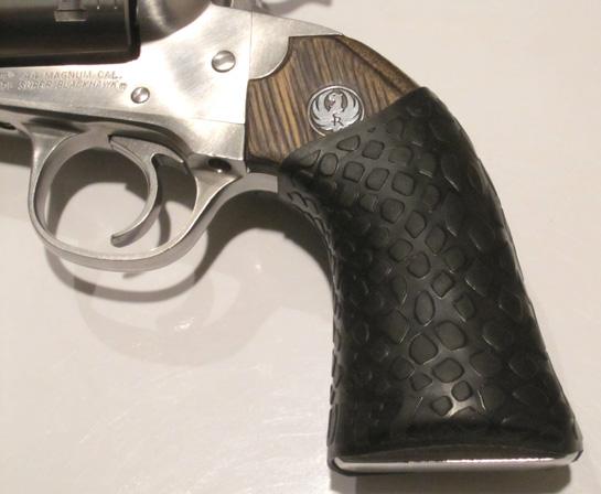 Close-up Ruger Super Black Hawk with TUFF1 Boa Black Grip