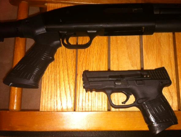 Mossberg 500 & MP 40 with TUFF1 Black Double Cross Grips